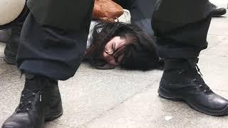 Die Festnahme von Lisa Licentia aus anderer Kamerasicht