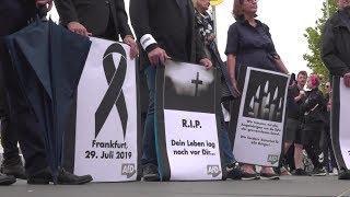 AfD-Mitglieder halten Mahnwache für Opfer der Attacke auf Bahnhof Frankfurt am Main