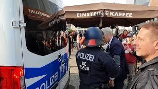 Leibwächter von Markus #Haintz & Friederike Pfeiffer-de Bruin wirft sich vor #Polizei Gefangenenauto