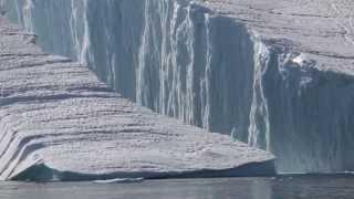 Riesiger Eisberg bricht - Was für ein Naturschauspiel, was für eine Kraft !