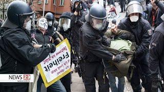 Polizei verhaftet gezielt Demonstranten mit Plakaten in Berlin (25.04.2020)