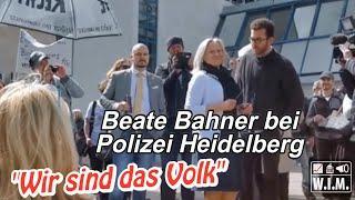 """""""Wir sind das Volk"""": Beate Bahner vor Polizei Heidelberg"""