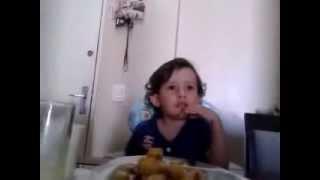 Kleiner Junge erklärt, warum er keine Tiere essen will (deutsche Untertitel)