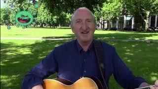 Mike Krüger singt ein Lied über Maskenmundschutz