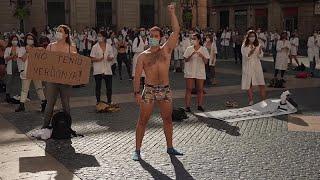 Barcelona: Protest halbnackter Ärzte