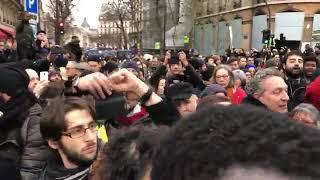 #Gelbwesten & Musik in Paris am Place de la Bastille #GiletsJaunes