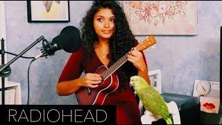 Mädchen singt wundervoll und ihr Vogel singt mit