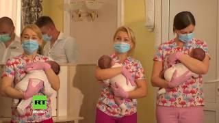 Kiew: Babys von Leihmüttern werden ihren neuen Eltern übergeben