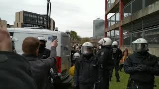Düsseldorf: 72-Jähriger brutal verhaftet, Hörgerät zerstört   Aktivist Mann