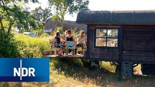 Alternativ leben in Schleswig-Holstein: Ein Dorf voller Zirkuswagen | die nordstory | NDR Doku