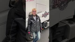 DE: WAFFE GEZOGEN - Fahrerin Ghandi-Truck mit gezogener Waffe bedroht. Neue Normalität? Who next?