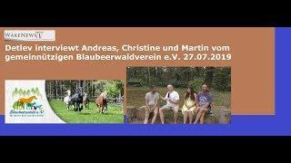 Detlev von Wake News interviewt die Vereinsmitglieder des Blaubeerwaldvereins