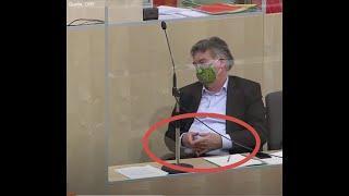FREIMAURER KOGLER zeigt dem KICKL die RAUTE im PARLAMENT