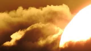 Wolken hinter der Sonne - Ist die Erde doch flach und die Sonne viel näher ?