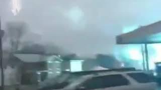 Energiewaffe in Aktion - Laserstrahl kommt vom Himmel