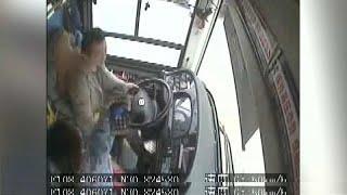 Frau schlägt Busfahrer mit dem Handy: 13 Tote