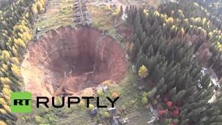 Russland: Drohnenaufnahmen zeigen gigantischen Erdkrater