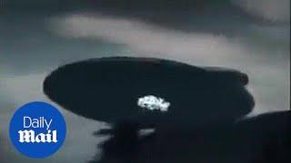 Fake oder real ? Sehr großes UFO gesichtet über Malaysia - Daily Mail