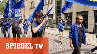 Keine Satire !  Freie Deutsche Jugend: Blauhemden marschieren für den Sozialismus