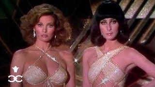 Illuminaten-Show mit 2 sexy Männern - Cher & Raquel Welch