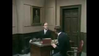DAS MINISTERIUM FÜR DEN KOMISCHEN GANG / Monty Python (english)