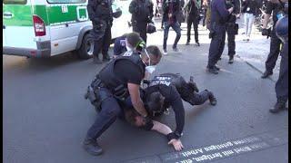 Berlin: Polizei löst Demonstration gegen Einschränkung von Grundrechten auf