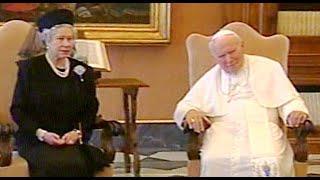 Queen Elizabeth II Meets The Pope - 2000