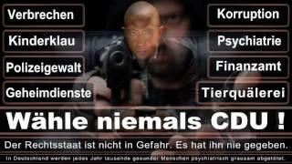 Detlef Werner CDU Bielefeld, belästigt Kameramann auf offener Straße mit Ausweiskontrolle.