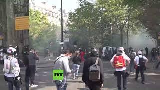 LIVE: Gelbwesten-Proteste in Paris inmitten von Corona-Maßnahmen