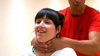 Selbstverteidigung mit Wing Chun:  Du wirst von hinten gewürgt und was du tun kannst dagegen.