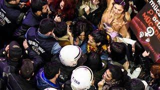 Türkische Polizei geht gewaltsam gegen Frauendemonstration vor