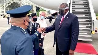 Der vollständig geimpfte US-Verteidigungsminister Lloyd J. Austin landet auf den Philippinen. ????