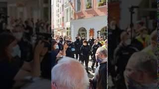 Polizei droht mit Waffe/Pfeffer